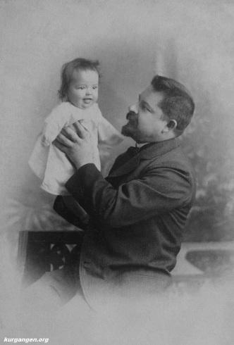 Кочешев Алексей Иванович с дочерью Софьей, 1907г.